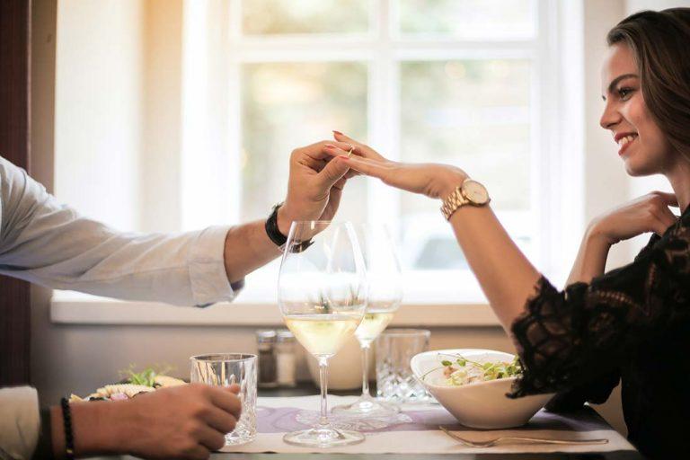 Come scegliere l'anello di fidanzamento