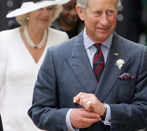 Principe Carlo col Signet Ring